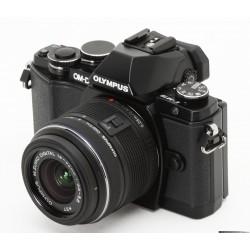 Digitalni fotoaparat OLYMPUS OM-D E-M5 II  14-42 EZ Kit črn (V207044BE000)